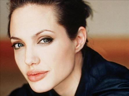 Jolie decides not to attend Belgrade gala of her film