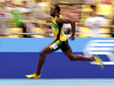 Usain Bolt advances to Olympic 100 semifinals